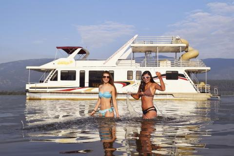 Houseboat Shuswap